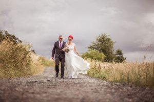Brautpaar-gewitter-feldweg